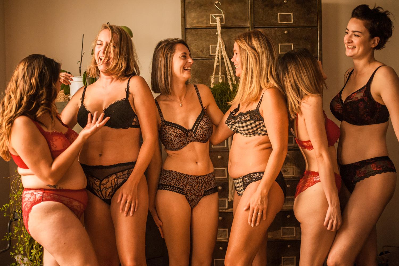 groupe de femmes toutes morphologie qui porte la lingerie de la boutique Galicia à pau