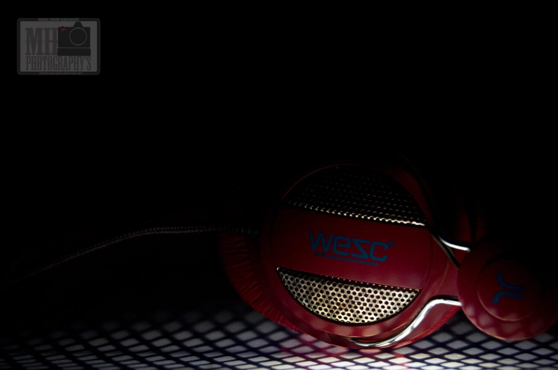 casque audio sur une table à repassé